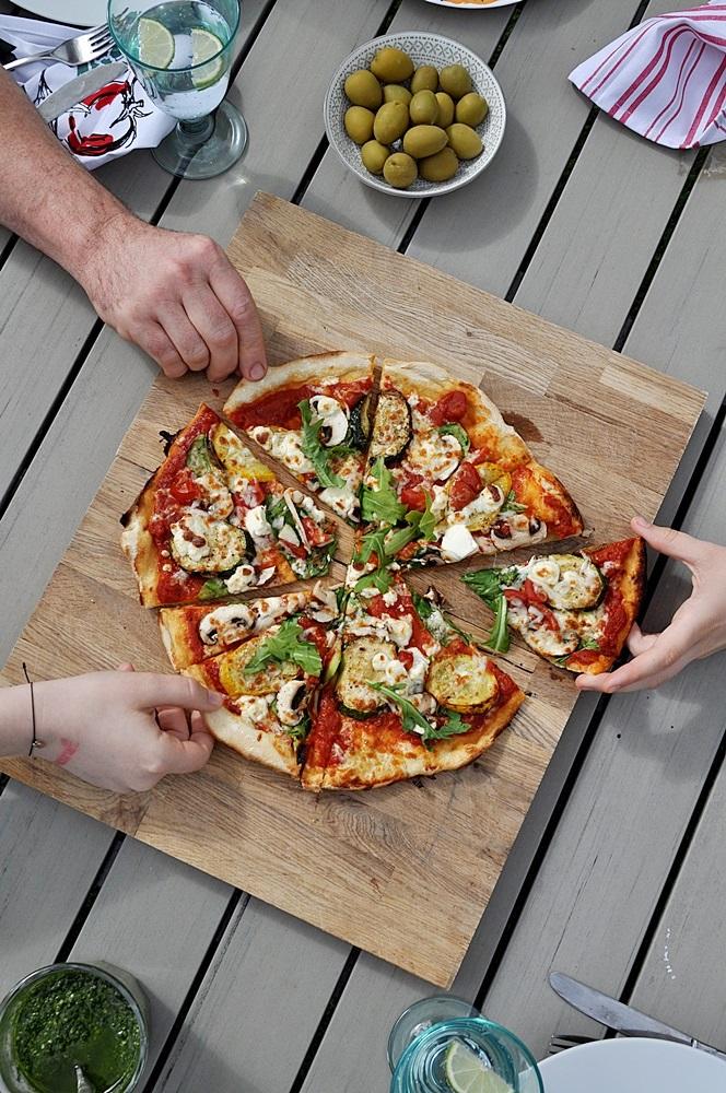 Pizza-auf-Holzbrett-Rezept