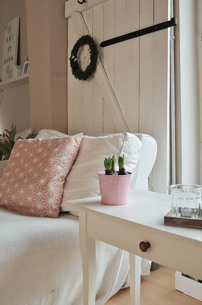 Frühlingsdekoration im Wohnzimmer